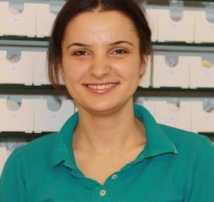 Frau Gashi - Auszubildene zur kieferorthopaedischen Fachassistentin in der kieferorthopaedischen Praxis Smile & More in Bonn - Bad Godesberg